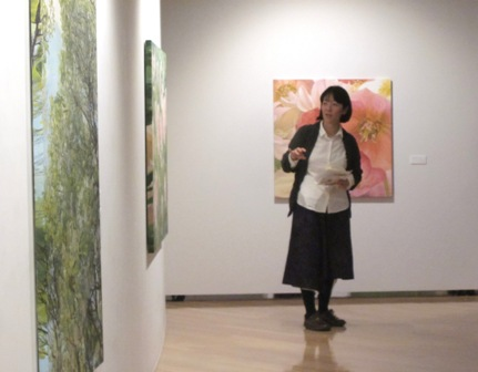 ac540b95e4 アーティストトークがはじまる前は緊張していた生川さんですが、終盤には緊張も解けたようで、とても楽しそうに話されていました。